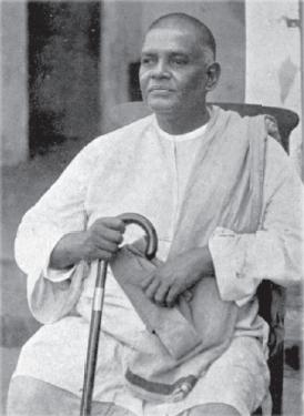 Swami_Saradananda_seated